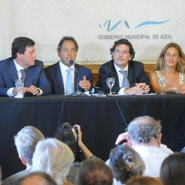 LOS INTENDENTES DE GUAMINI Y TRES LOMAS COMPARTIERON EN AZUL CON SCIOLI  LA INAUGURACION DE LOS CENTROS UNIVERSITARIOS REGIONALES