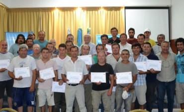CLOACAS - VIÑALES Y ALVAREZ ENTREGARON CERTIFICADOS DE CAPACITACION