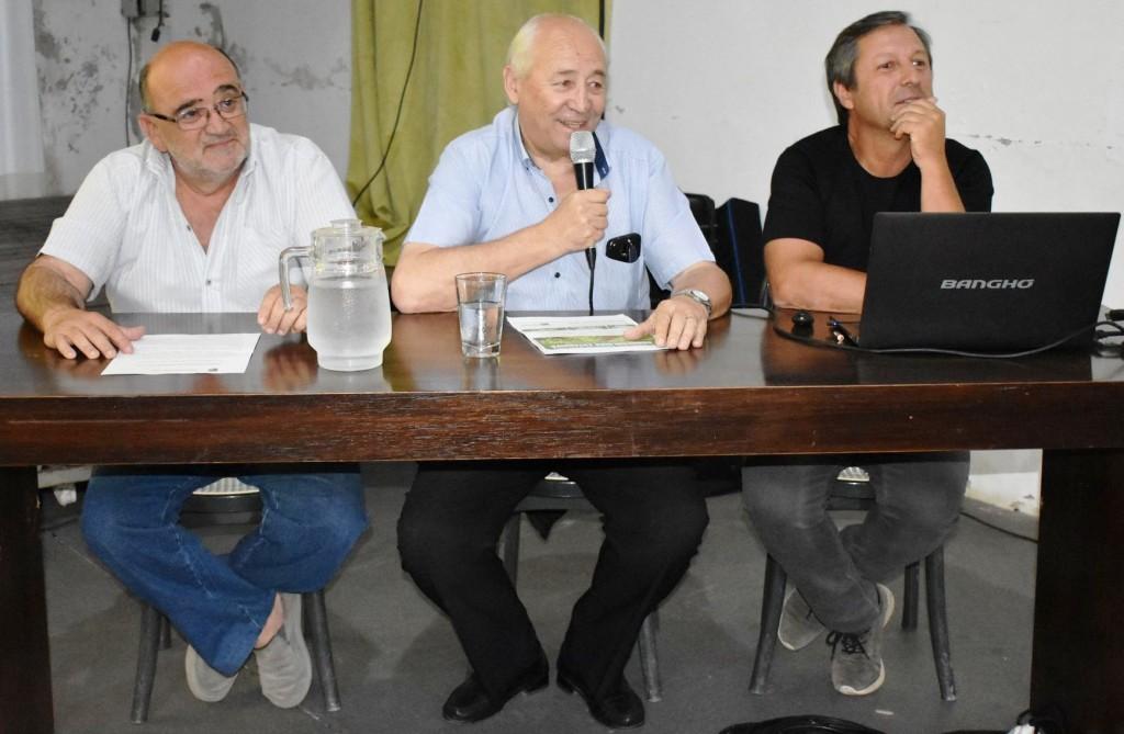 EL INGENIERO EDUARDO CERDÁ BRINDO UNA CHARLA SOBRE AGROECOLOGIA EXTENSIVA