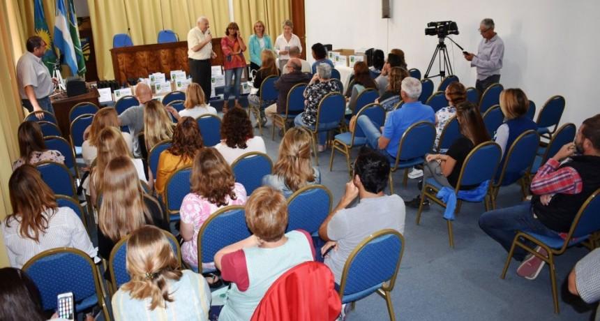 ENTREGARON UTILES ESCOLARES A ESTABLECIMIENTOS EDUCATIVOS DEL DISTRITO