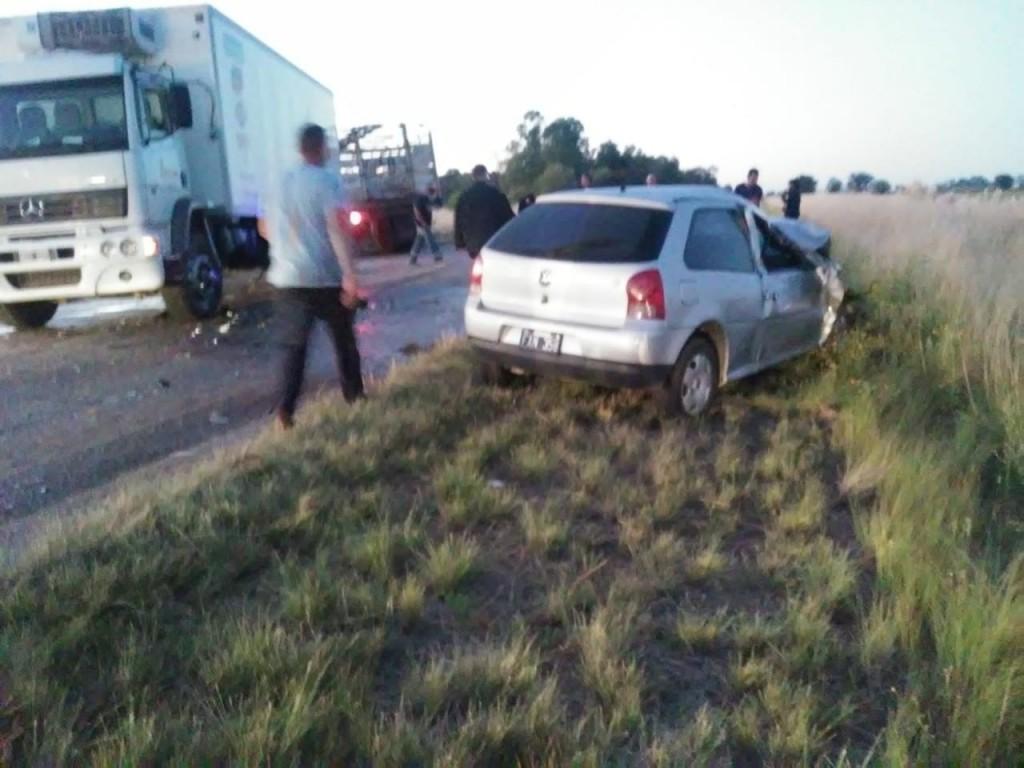 ACCIDENTE EN LA RUTA: COLISIONARON UN AUTO Y UN CAMIÓN