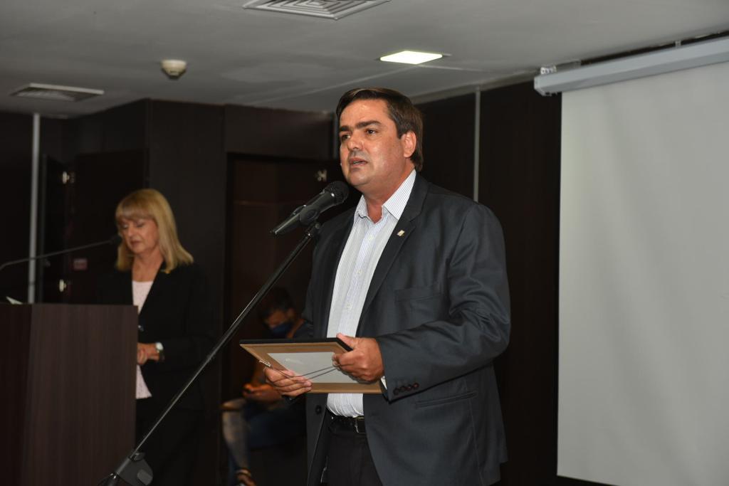 EMILIANO BALBÍN GALARDONADO CON EL PREMIO PARLAMENTARIO A LOS MEJORES LEGISLADORES DEL AÑO 2020