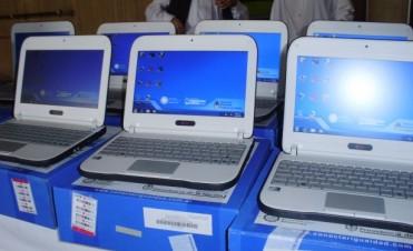 ENTREGARON 70 COMPUTADORAS EN LA ESCUELA SECUNDARIA