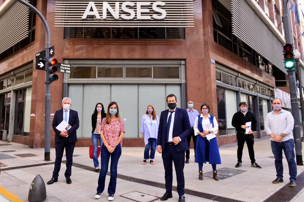 ANSES CONFIRMÓ EL PAGO DEL REFUERZO DE LA AUH DE 15.000 PESOS PARA CABA