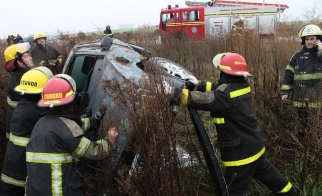 OTRO ACCIDENTE: AUTO VOLCO EN LA RUTA 85