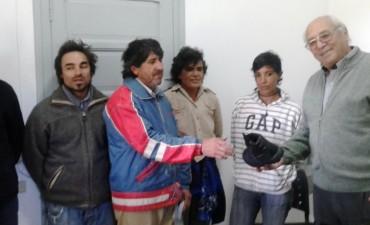 ENTREGA DE UNIFORMES A TRABAJADORES DE INGENIERO THOMPSON
