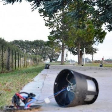 MAS VANDALISMO: DETUVIERON A CUATRO MENORES QUE ROMPIAN LUCES EN EL ACCESO