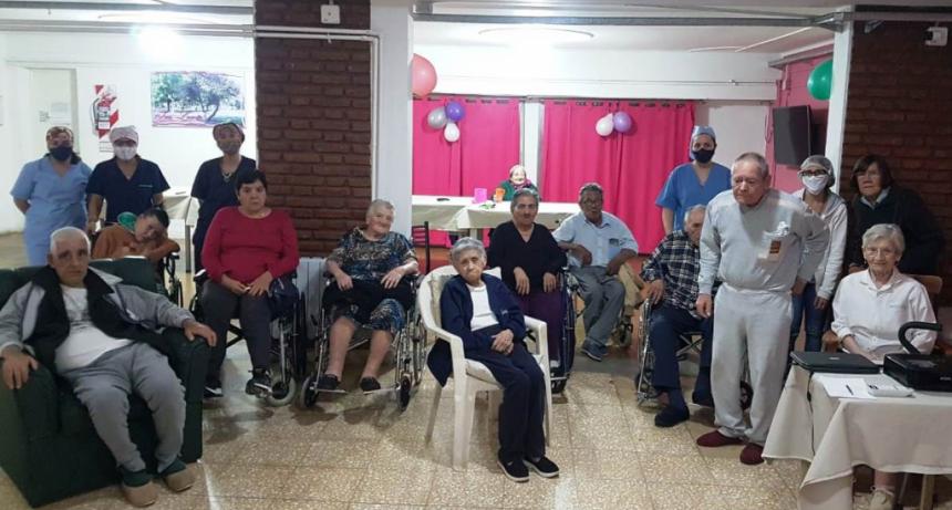 CINE EN LOS HOGARES DE NUESTRO HOSPITAL MUNICIPAL
