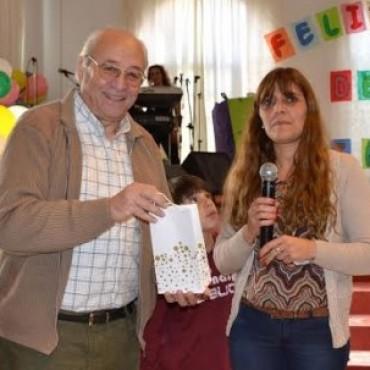 EL INTENDENTE PARTICIPO DE LOS FESTEJOS POR EL DIA DEL NIÑO EN LA IGLESIA EVANGELICA MENONITA