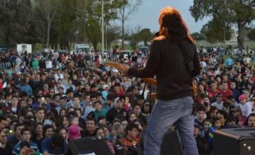 UNA MULTITUD FESTEJO LA LLEGADA DE LA PRIMAVERA Y VIBRO CON LA 'MANCHA DE ROLANDO'