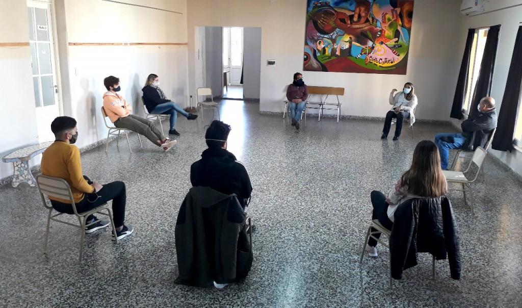 CENTROS DE ESTUDIANTES Y AUTORIDADES AVANZARON EN LA ESTRATEGIA DE CONCIENTIZACION DE LOS CIUDADANOS EN LOS ESPACIOS PÚBLICOS DE 30 DE AGOSTO