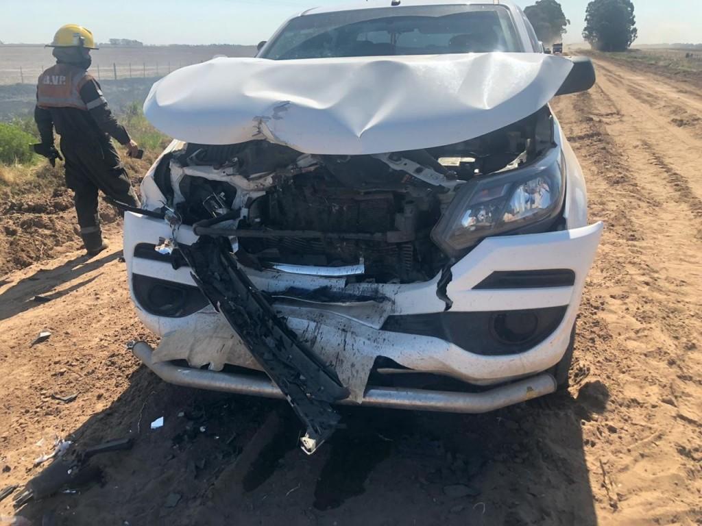 ACCIDENTE EN EL CAMINO RURAL PELLEGRINI - TRES LOMAS: UNA PICK UP IMPACTO CONTRA EL AUTOBOMBA PELLEGRINENSE
