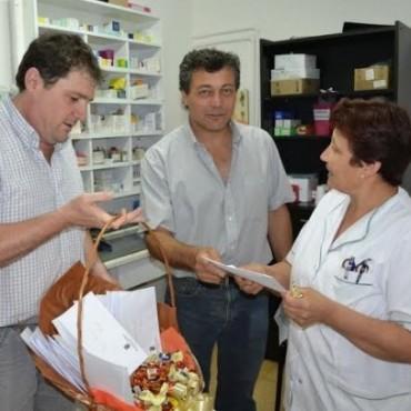 CARLOS DREESSEN SALUDO A LAS ENFERMERAS EN SU DIA