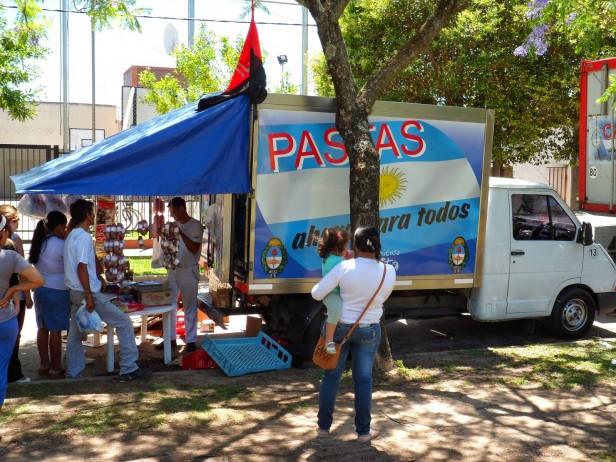 YA ATIENDE EL CAMION DE 'LACTEOS Y PASTAS PARA TODOS'