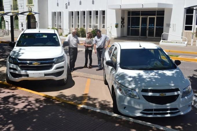 EL MUNICIPIO ADQUIRIO UNA PICK UP Y UN AUTOMOVIL CON  DINERO DEL FONDO DE SEGURIDAD
