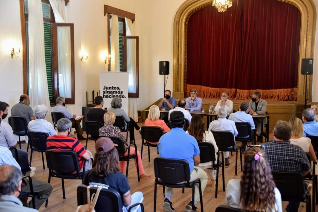 EL MINISTRO RODRÍGUEZ JUNTO A SU PAR NACIONAL SE REUNIÓ CON PRODUCTORES DE NAVARRO