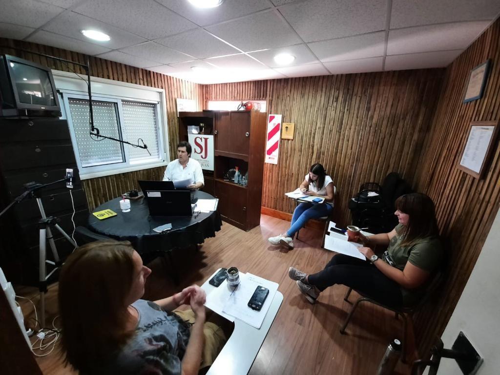 REMATE RADIAL TIRA EL AÑO POR LA VENTANA CON DOS PROGRAMAS EN DICIEMBRE