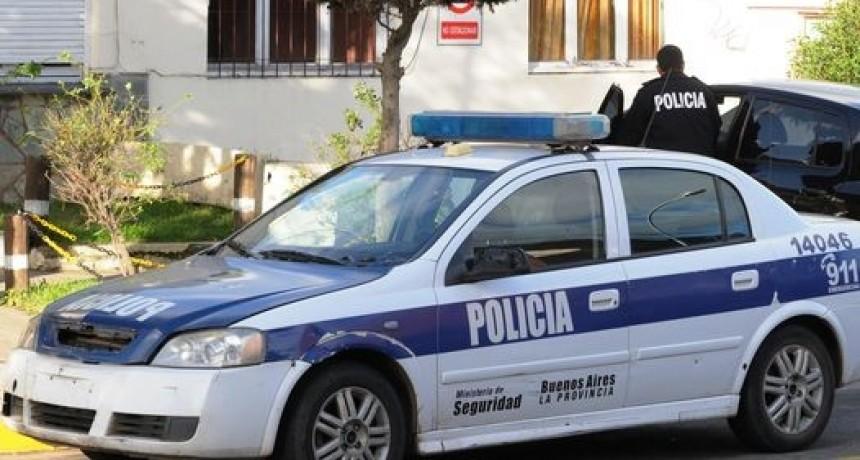 ENCUENTRAN UN CUERPO SIN VIDA EN EL PASEO ECOLÓGICO. LA POLICÍA TRABAJA EN EL LUGAR.