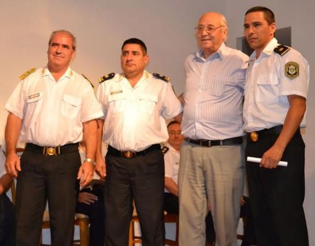 DISTINGUEN POR BUEN DESEMPEÑO A POLICIAS TRESLOMENSES