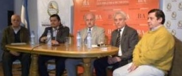 INTENDENTES DE LA REGION EN EL FORO PARA UNA NUEVA LEY ORGANICA MUNICIPAL