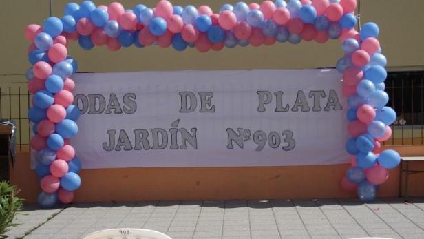 BODAS DE PLATA DEL JARDIN 903: DESCUBRIERON UNA PLACA