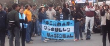 EL OLÍMPICO GERMAN LAURO FUE RECIBIDO EN TRENQUE LAUQUEN POR UNA MULTITUD DE PERSONAS