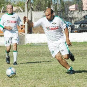 SENIOR - FERRO GOLEO A ROBERTS POR 4 A 0