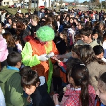 BOMBEROS Y MUNICIPIO ORGANIZAN FESTEJOS DEL DIA DEL NIÑO